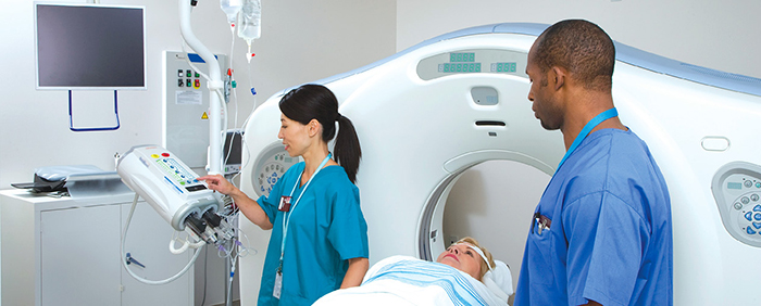 doctors-giving-patient-mri