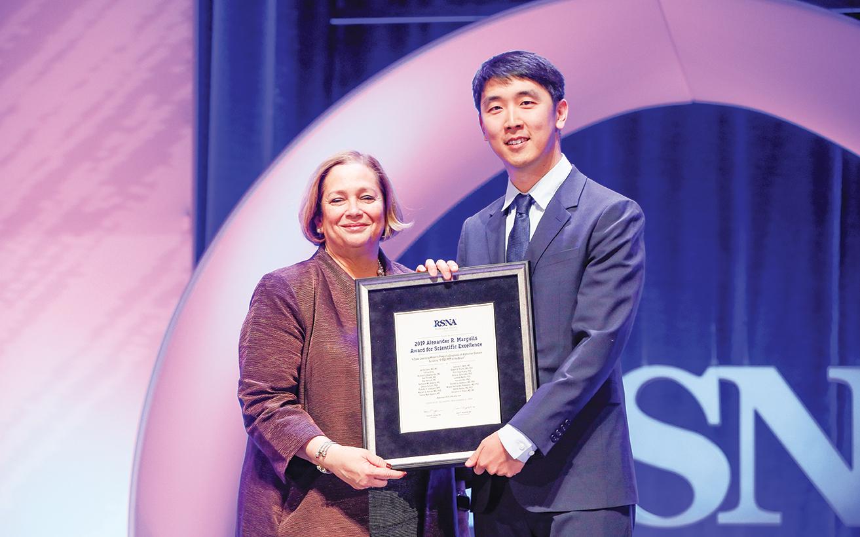 Valerie P. Jackson, MD, presents the Margulis Award to Jae Ho Sohn, MD